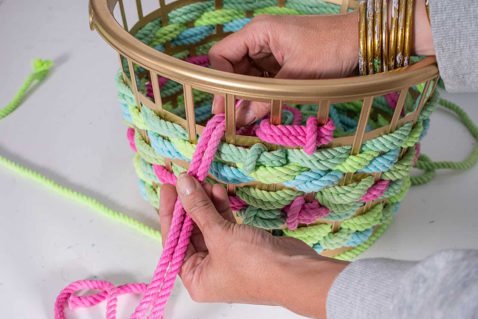 weave the rope in and out