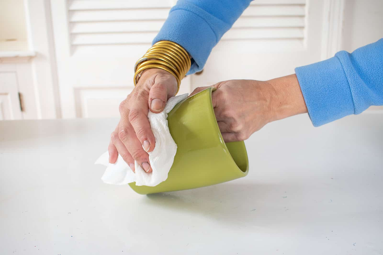 clean the surface of the pottery