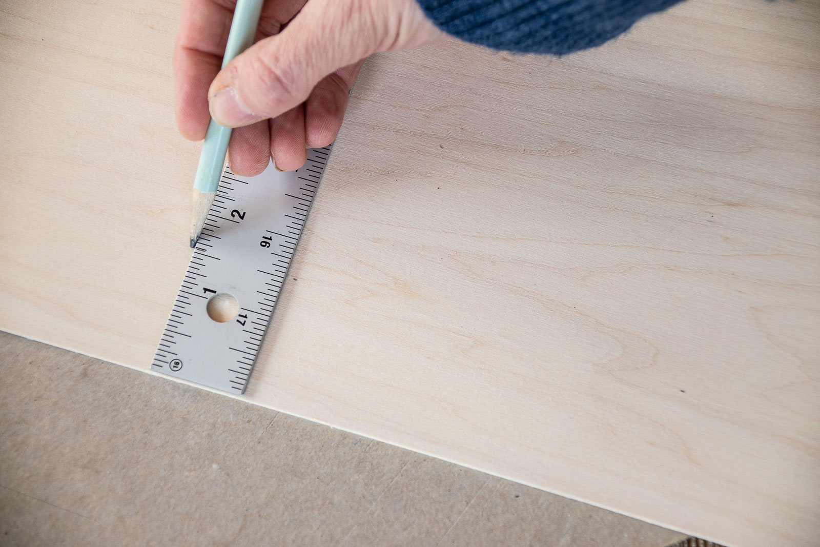 measure how wide the frame is