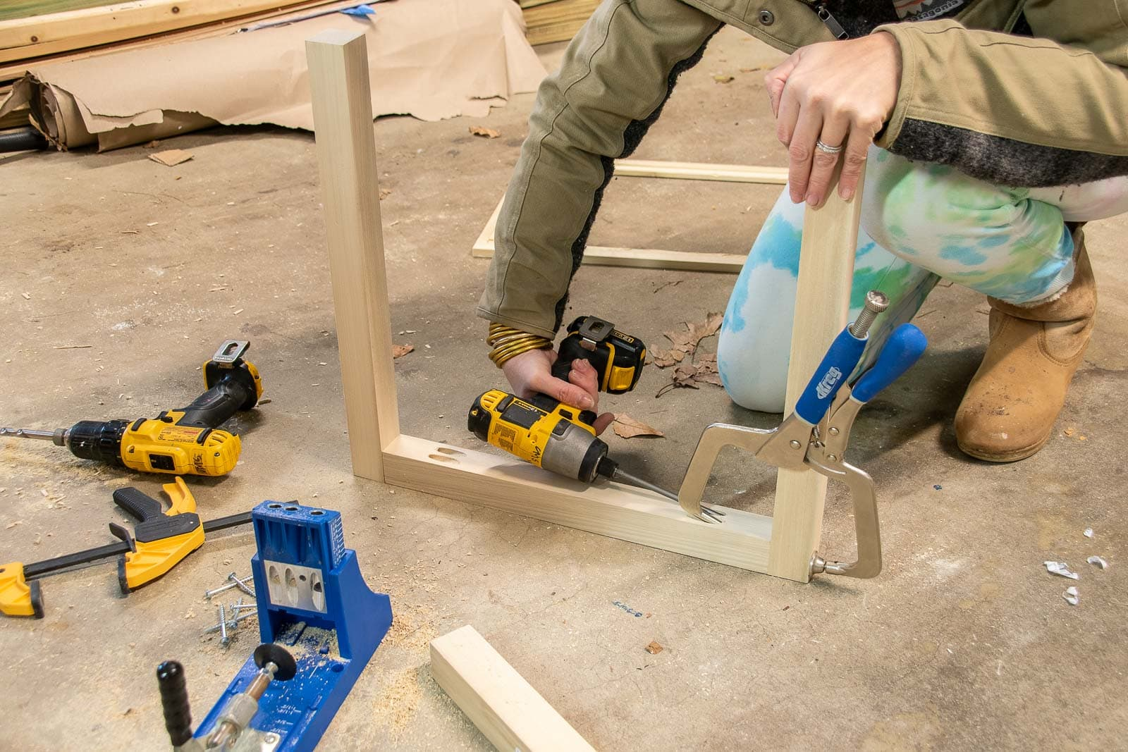 use a kreg jig to assemble table base