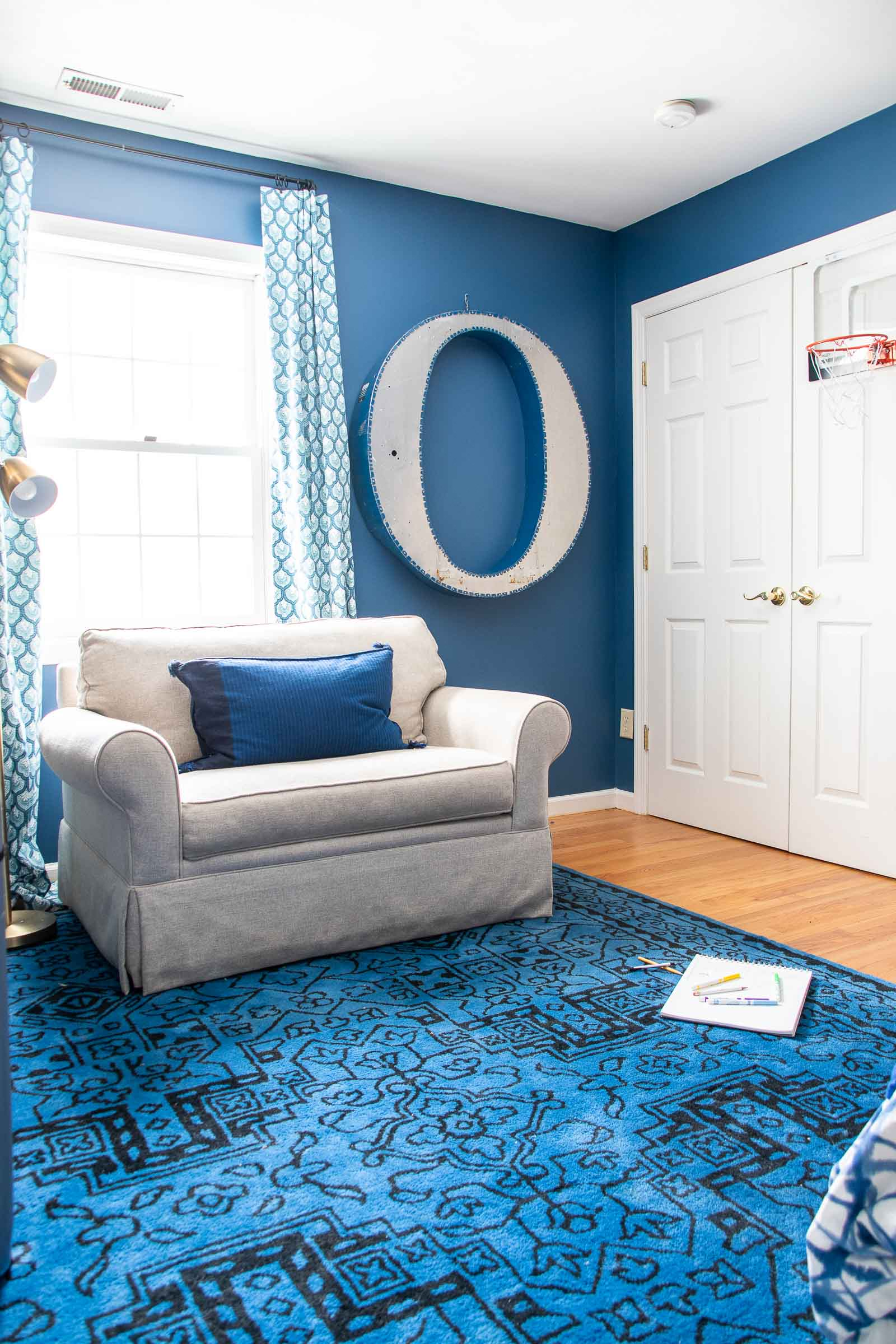 navy blue curtains in bedroom