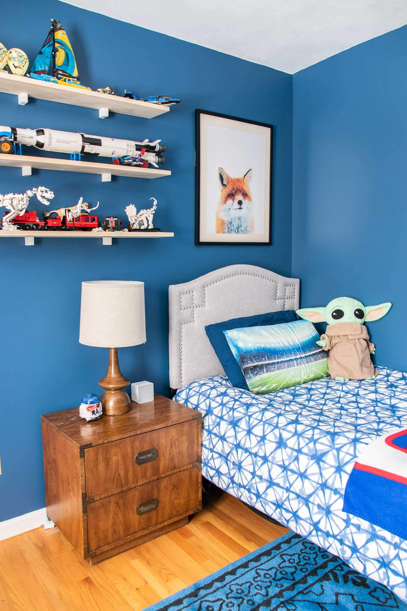 bedroom painted blue