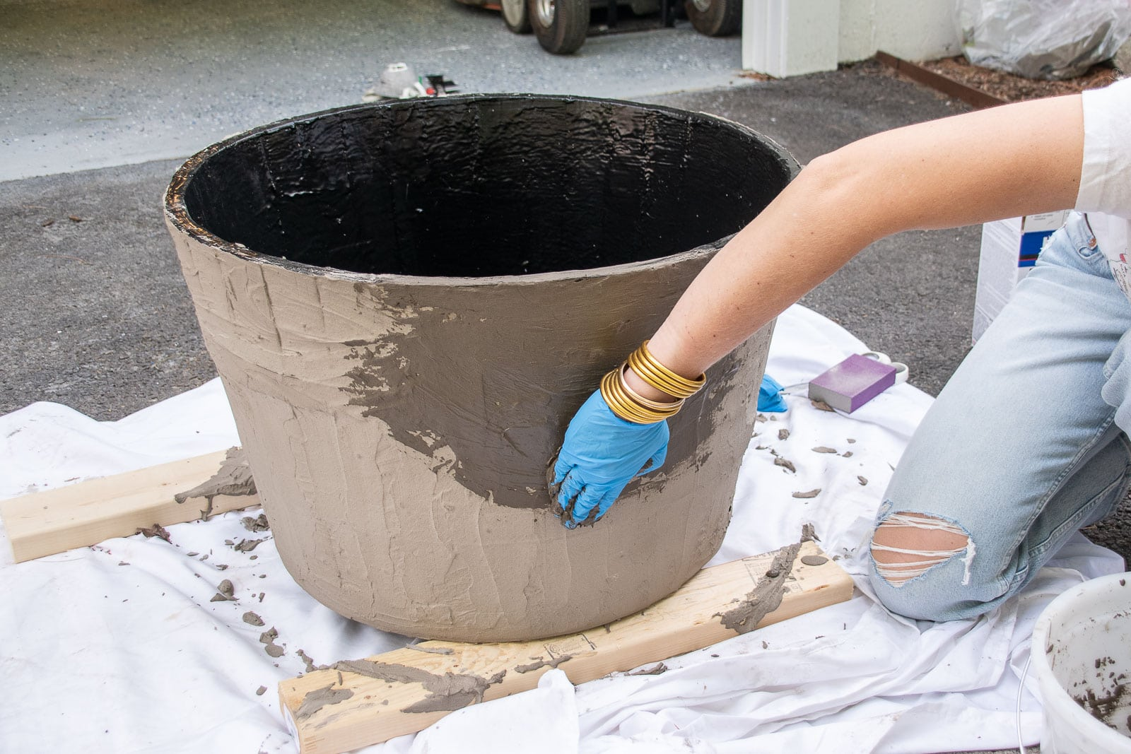 cover the outside of the planter with concrete