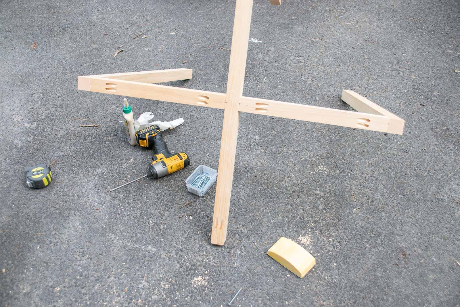 using pocket holes to assemble table base